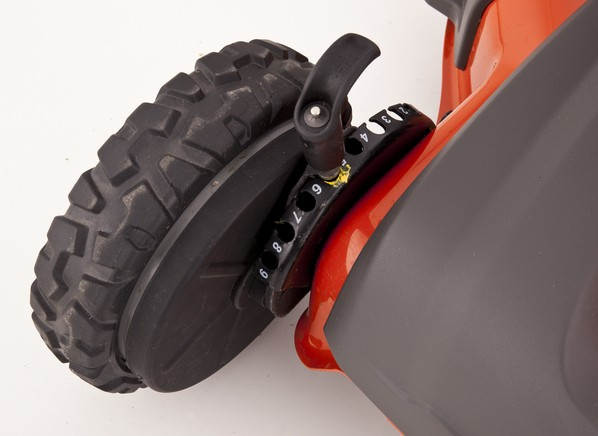 husqvarna HU725AWD height adjustment close-up